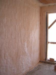 Isolamento poliuretano a spruzzo intercapedine sottotetto - Coibentazione parete interna ...